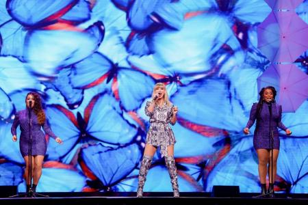 Taylor Swift can now sing her old hits at awards show