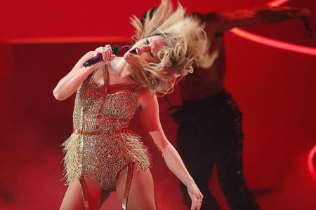 Swift mum on dispute as she beats Jackson with 6 awards