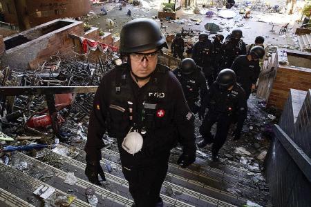 HK police begin university campus clean up