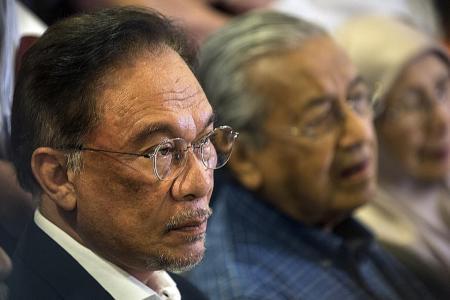 Youth PKR leaders seek no-confidence vote against Anwar