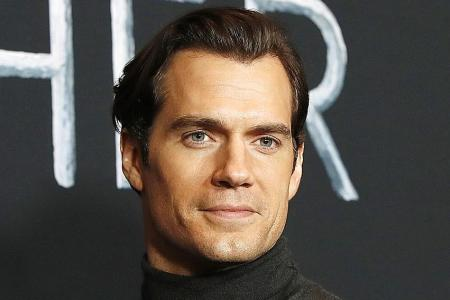 Cavill at the photocall for the Netflix series in Los Angeles.