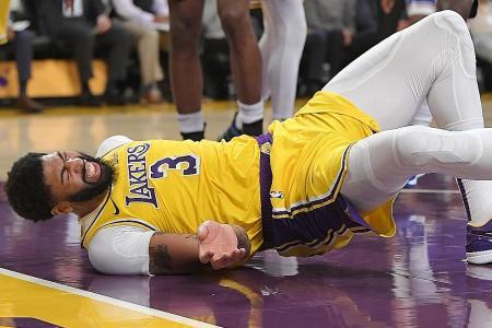 Anthony Davis' back injury sullies LA Lakers' win over NY Knicks