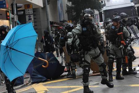 Several HK cops beaten by pro-democracy protesters