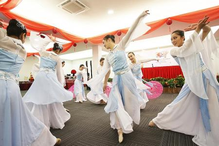 River Hongbao spiced up with foreign flair