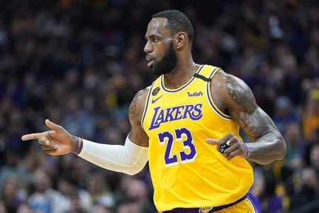 LeBron James spurs LA Lakers with late surge over San Antonio Spurs