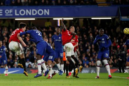 Man United win 2-0 at Chelsea amid VAR controversy