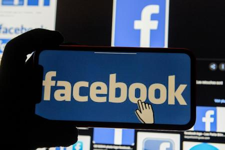 Facebook blocks access to STR page in Singapore