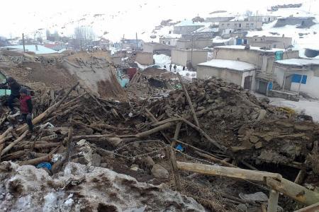 5.7-magnitude quake strikes Turkey and Iran, killing 7
