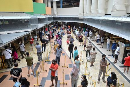 Crowds form at popular markets in lead up to Hari Raya