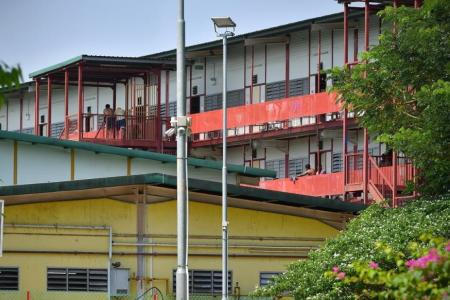 570 new infections, including a nurse from Ren Ci Community Hospital