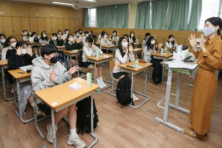 Hundreds of thousands of S. Korean students return to school