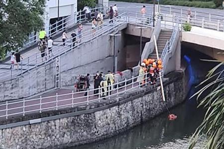 Woman reeking of alcohol rescued after falling into Singapore River