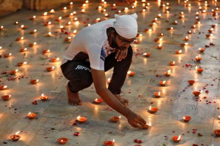 Prayer for coronavirus victims in India