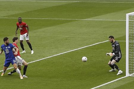 Neil Humphreys: Man United goalkeeper David de Gea's legs have gone