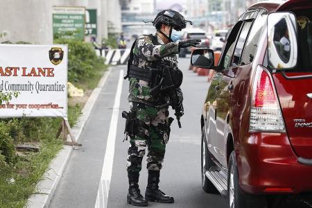 Philippine cops deploy road blocks to enforce lockdown