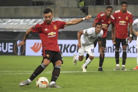 Fernandes' penalty lifts Man United past dogged Copenhagen