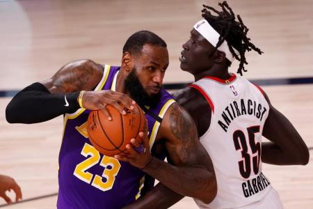 Lakers dominate Blazers, Bucks blow past Magic in NBA play-offs