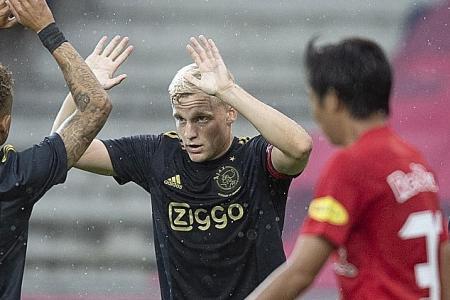 Donny van de Beek deserves Man United move: Van der Vaart