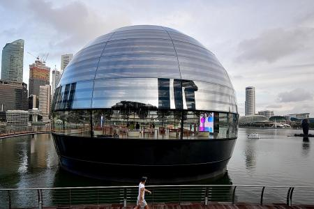 Floating Apple Store set to open