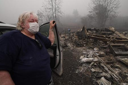 Oregon fire: Devastated residents pick up the pieces