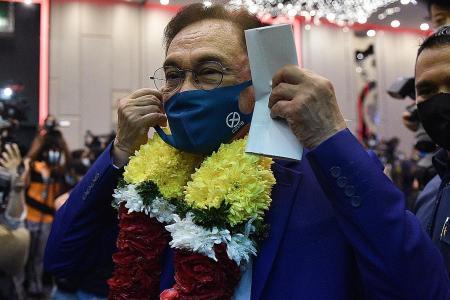 Anwar's bid to form govt on hold as King postpones meetings