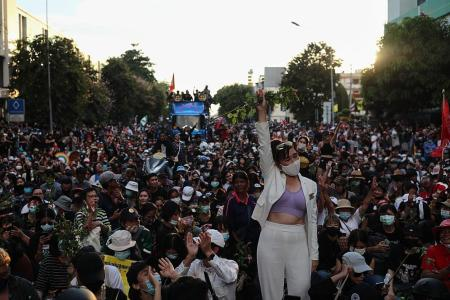 Thousands of protesters and royalists face off in Bangkok