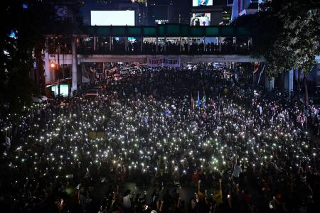 Thousands return to Bangkok streets to pressure PM to quit