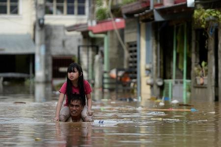 Major floods in Manila as typhoon batters Philippines; 7 dead so far
