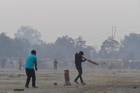 India chokes on toxic smog day after Deepavali