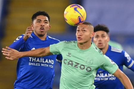 Richarlison sets Everton on way to 2-0 win at Leicester