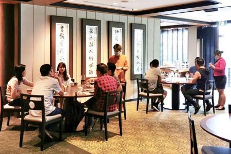 Restaurants see year-end surge in bookings