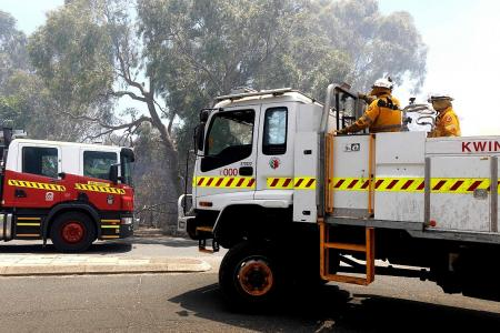 Lives and homes at risk as fire nears some Perth suburbs