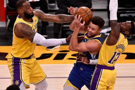 Stephen Curry stars in Golden State Warriors' shock win over LA Lakers