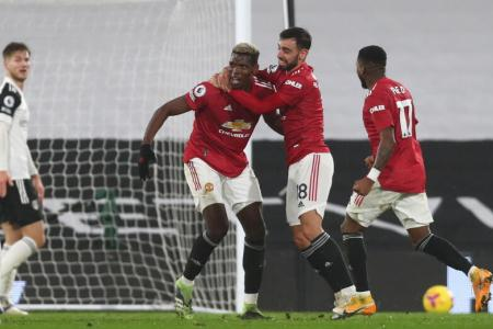 Pogba fires Manchester United back to the top of EPL