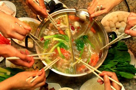 Choose from these steamboat delivery options for your reunion dinner