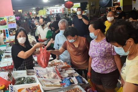 Crowds pack Chinatown wet market to stock up on seafood