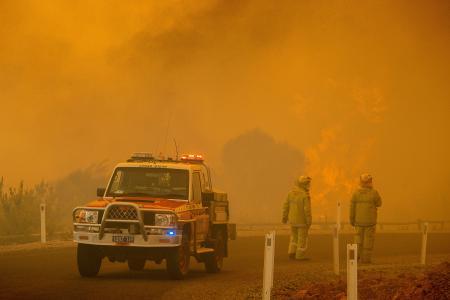 Out-of-control bushfire destroys homes in Perth amid Covid-19 lockdown