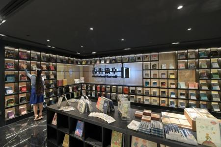 Fans applaud Chinese bookstore opening in town amid Covid-19