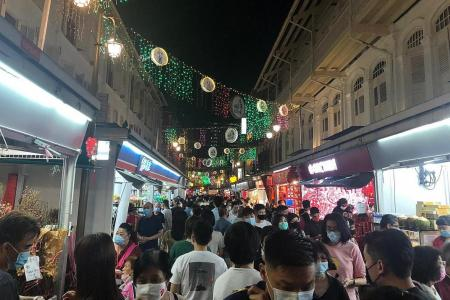 Crowds still seen in Chinatown despite new measures
