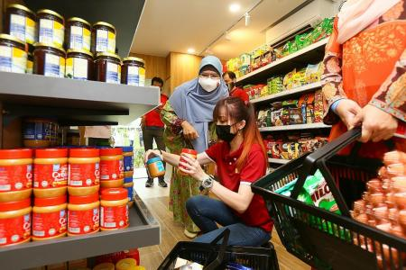 Free groceries for needy Boon Lay residents at community shop