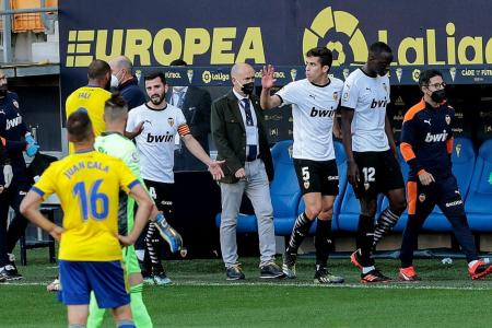 Valencia told to play on after alleged racist insult on Diakhaby