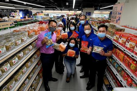 FairPrice donates $20k, hampers to needy Muslim families