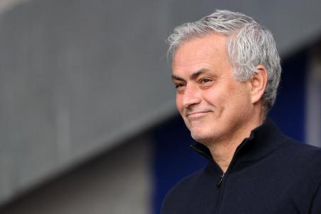 Mourinho signs three-year deal with AS Roma