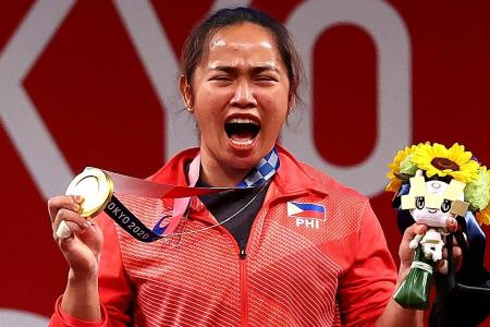 In winning gold, weightlifter Hidilyn Diaz gives her nation a lift