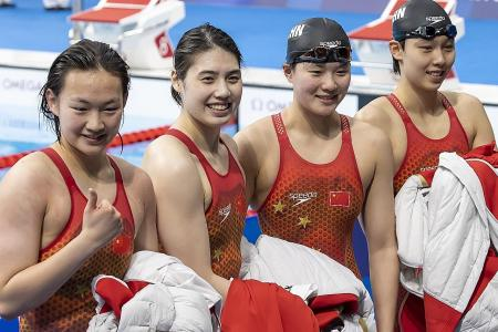China smash record to win women's 4x200m free gold