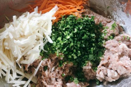 Yam meat rolls (ngoh hiang)