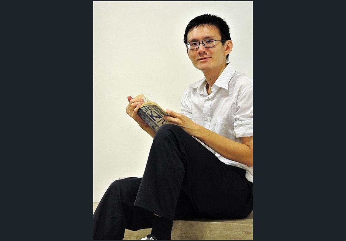 Man battles disease to graduate