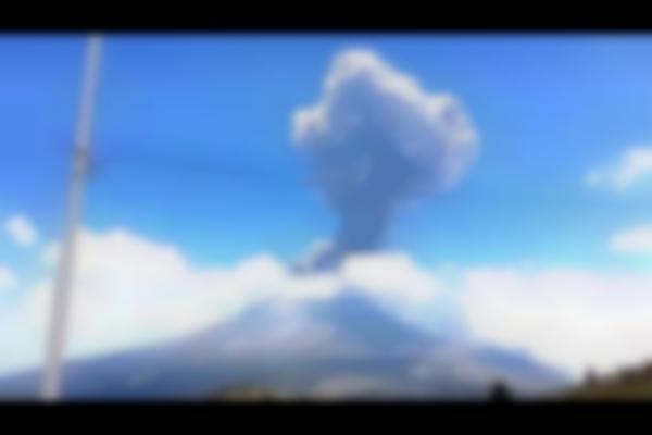 Momento de la explosión del Volcán de Colima, México   2015