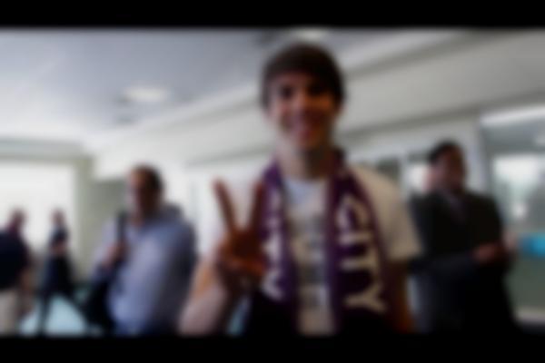 #KomingSoon | Fans Greet Kaka at OIA