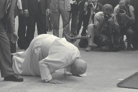 HUMBLE: Pope John Paul II kisses the tarmac at Changi Airport on Nov 20, 1986.